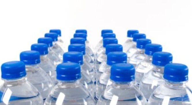 के प्ला, स्टिकको बोतलमा राखिएको पानी पिउँदा क्या, न्सर हुन्छ ? जानिराखौं